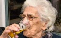 От 12 до 20 стаканов пива: 97-летняя бельгийка раскрыла секрет свое долголетия