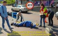 В Киеве произошло серьезное ДТП, мотоциклист в тяжелом состоянии